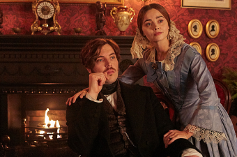 "SINOPSE, STILLS, TRAILER E SNEAK PEEK DO EPISÓDIO 3×07 – ""A PUBLIC INCONVENIENCE"" DE VICTORIA"