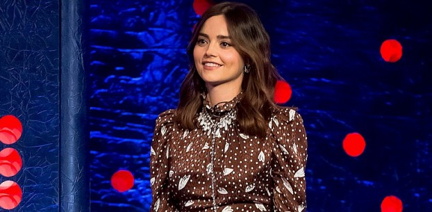 THE JONATHAN ROSS SHOW: JENNA COLEMAN CONTA O QUE ROUBOU DO SET DE DOCTOR WHO